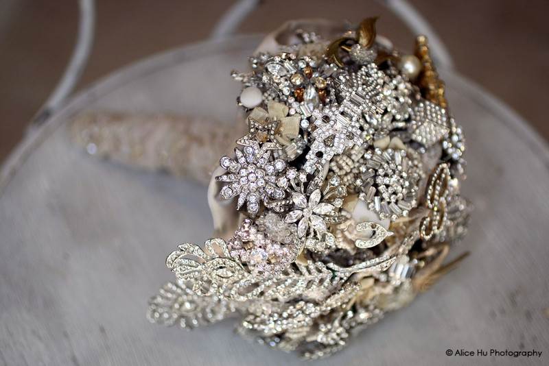 silver-brooch-wedding-bouquet