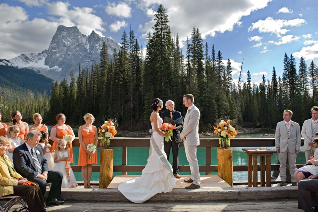 emerald-lodge-bridge-wedding