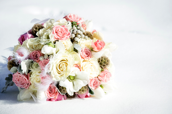 winter-wedding-bouquet-Canmore by Flowers by Janie | Photo by Kim Payant Photography