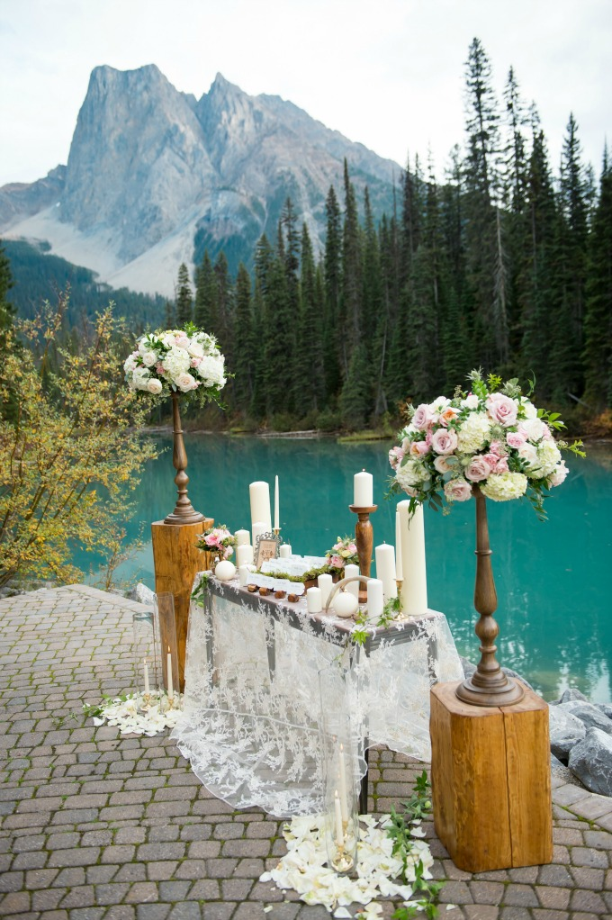 rustic-elegance-mountain-wedding by Naturally Chic www.naturallychic.ca | Photo by f8 Photography Inc. www.f8photography.com