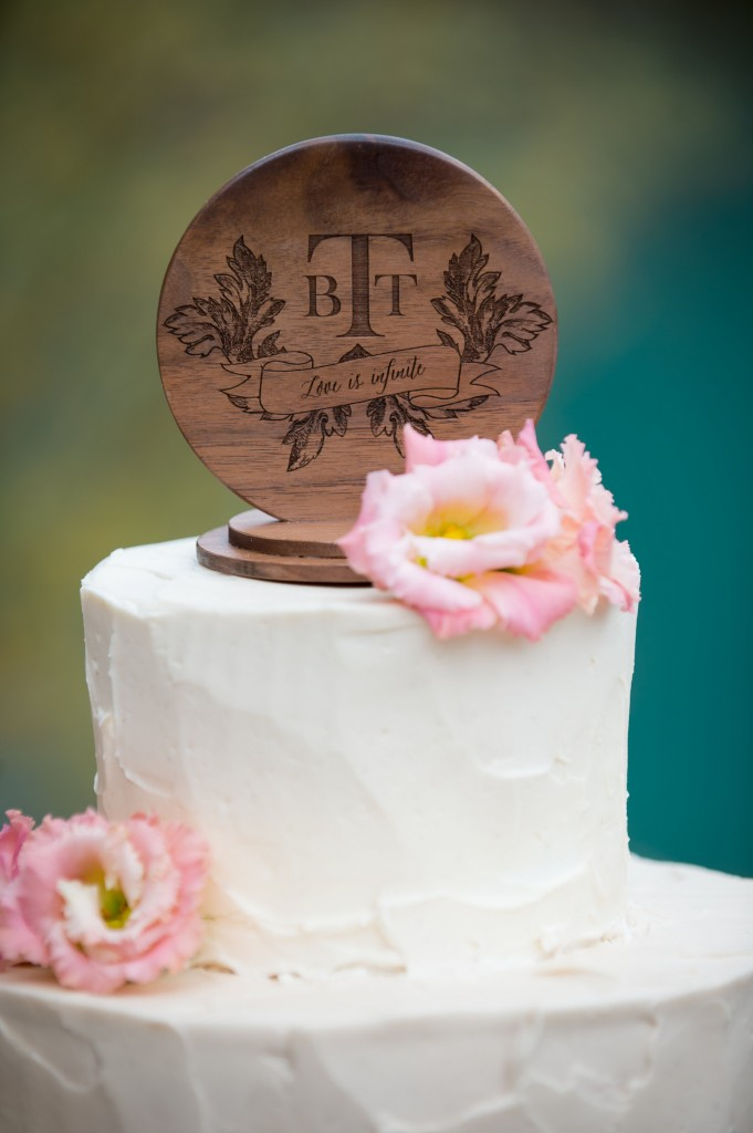 personalized-wood-wedding-cake-topper | www.naturallychic.ca | Photo by f8 Photography Inc.