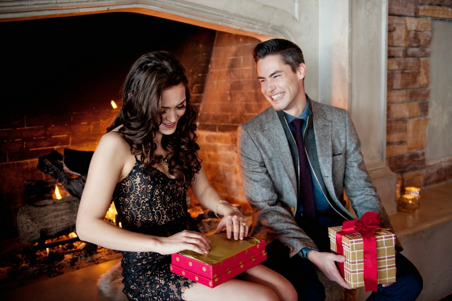 Christmas Eve Traditions for Couples from Naturally Chic | photos by Tara Whittaker Photography