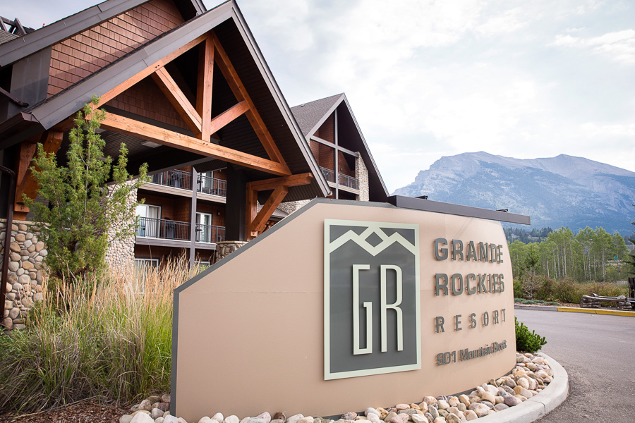 Canmore wedding at the Grande Rockies Resort | Photo by Kim Payant Photography