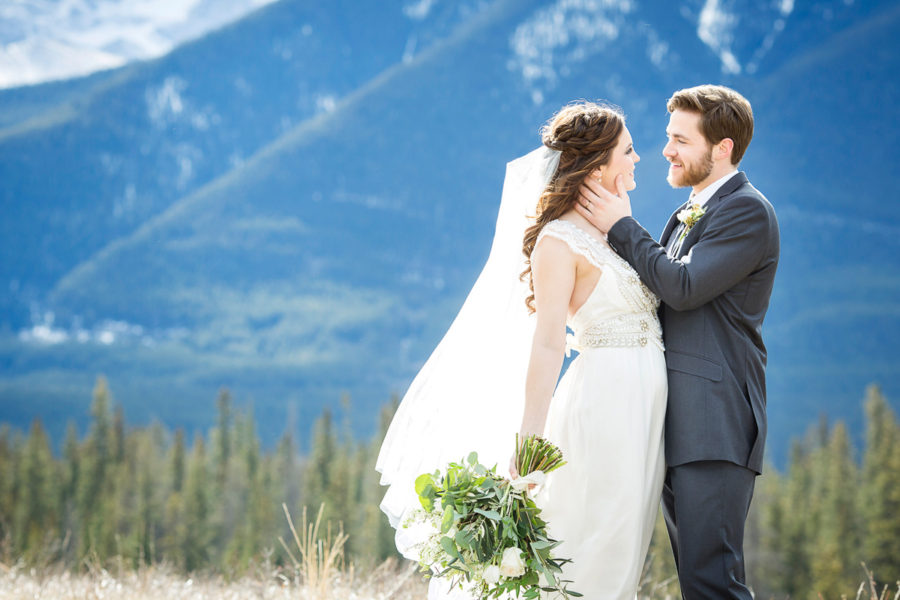 Canmore wedding from Naturally Chic Wedding Planning & Styling | www.naturallychic.ca | Photo by Kim Payant Photography